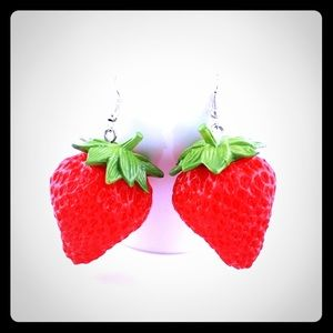 Strawberry Earrings - look so good you wan to eat!